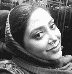 عکس سلفی خانم بازیگر در ماشین لوکس