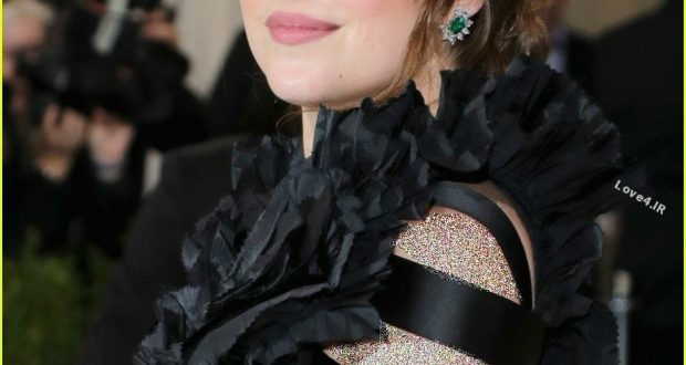 تصاویر داکوتا جانسون در مراسم Met Gala 2017