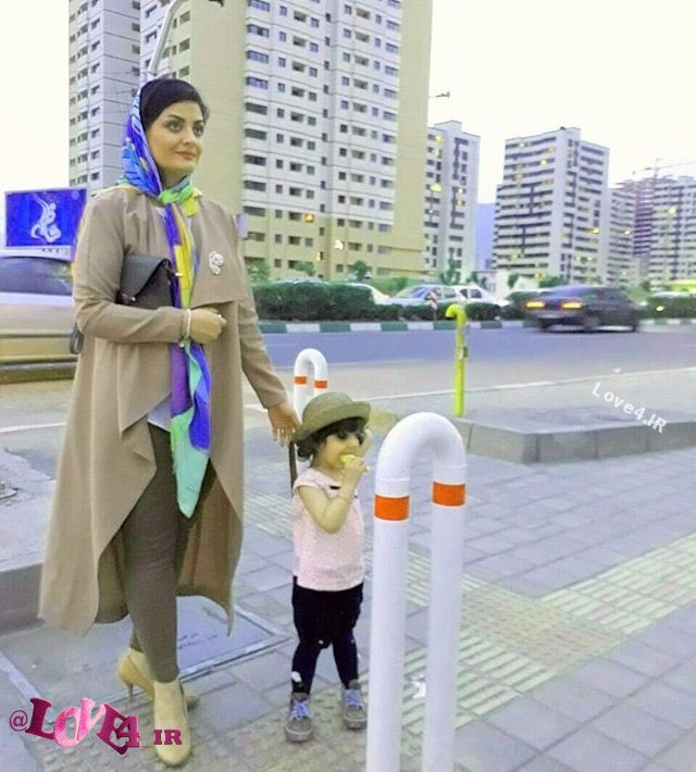 مدل لباس لیلا ایرانی بازیگر دورهمی کنار فرزندش +اینستاگرام