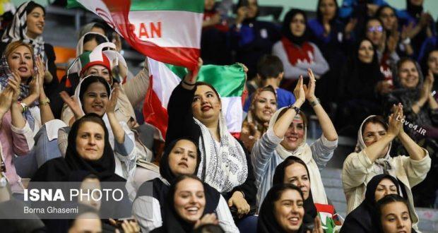 عکسهای زنان و دختران تماشاگر والیبال ایران در ورزشگاه آزادی