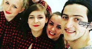 سلفی سردار آزمون با دختران روسی