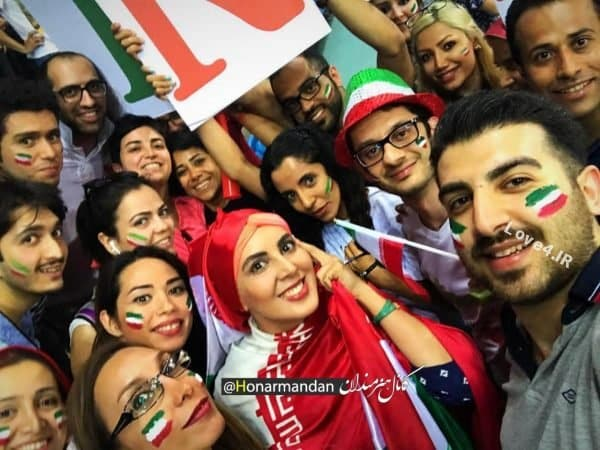 تیپ لیلا بلوکات در حمایت از تیم والیبال در استادیوم ایتالیا