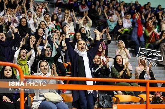 دختران در ورزشگاه, زنان تماشاگر, عکس دختران در ورزشگاه, لیگ جهانی والیبال, والیبال, ورزشی,