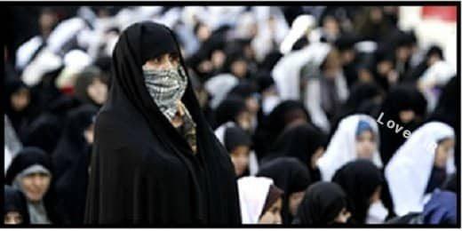دلیل حضور یک زن در صف اول نماز جمعه تهران + فیلم