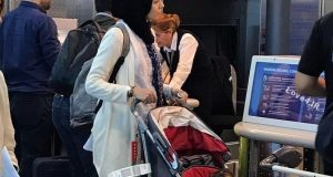 عکس آزاده نامداری در فرودگاه میلان بعد از کشف حجاب +فیلم