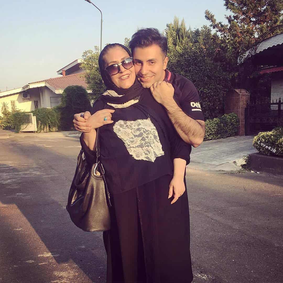 بیوگرافی و عکس علیرضا طلیسچی کنار مادرش