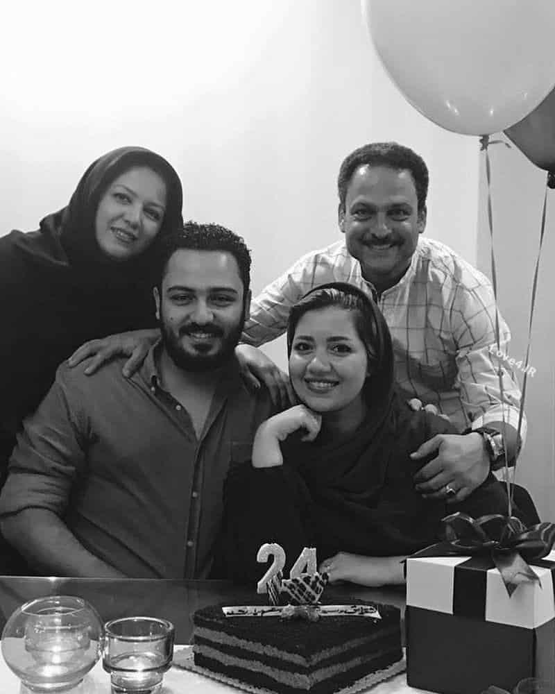 عکس خانوادگی حسین یاری همسر دختر و پسرش