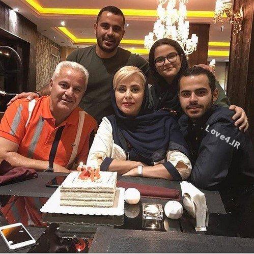 عکس خانوادگی فرشاد پیوس همسر و فرزندانش