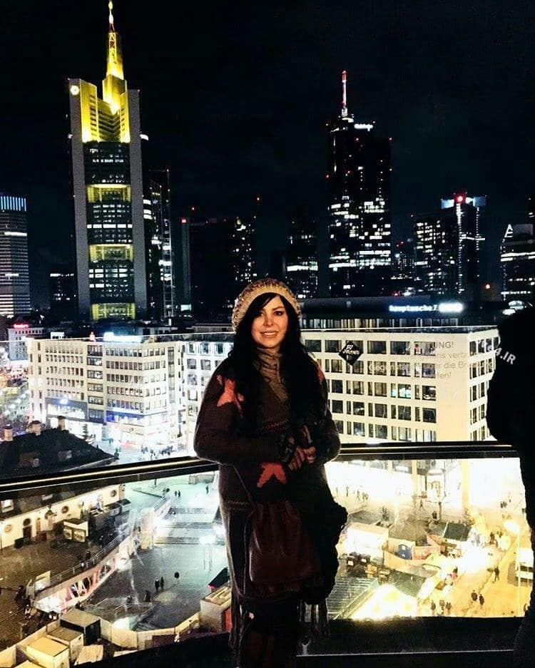 تیپ و مدل لباس فلور نظری در فرانکفورت
