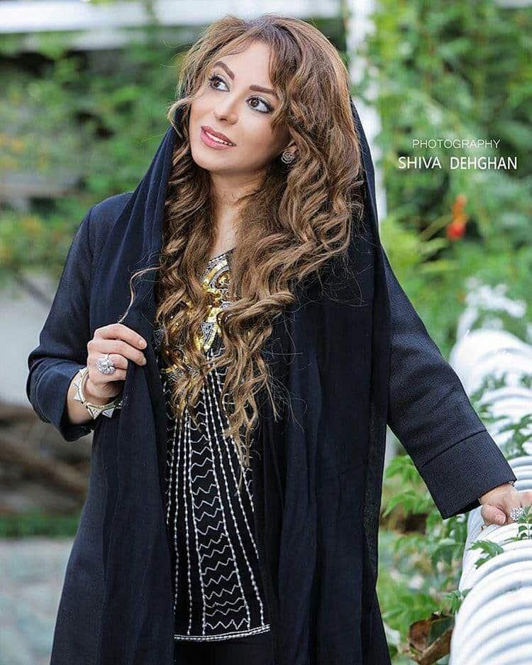 عکس زیبای زهرا اویسی با تیپ جدید